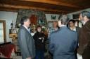 Clery dentro de la casa donde relata la historia junto con la Comitiva que entregó la placa conmemorativa